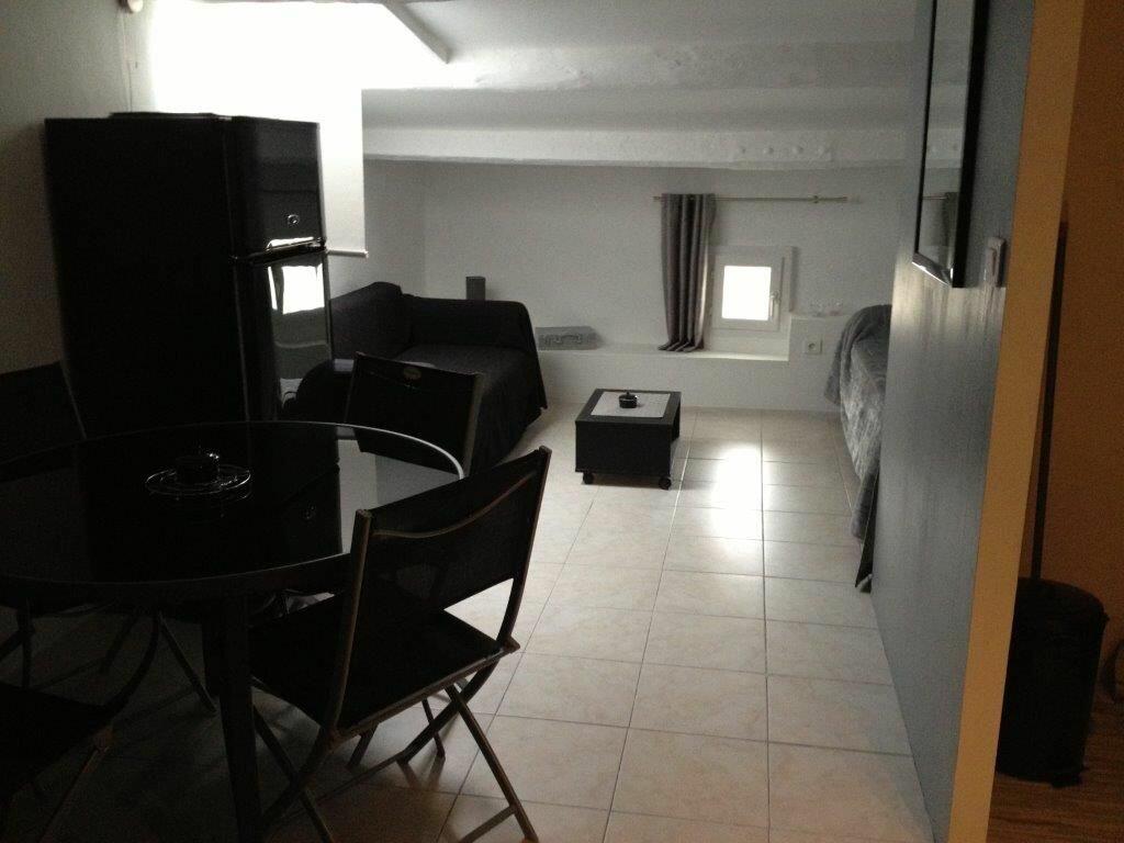 Appartement à louer 1 27m2 à Le Beausset vignette-1
