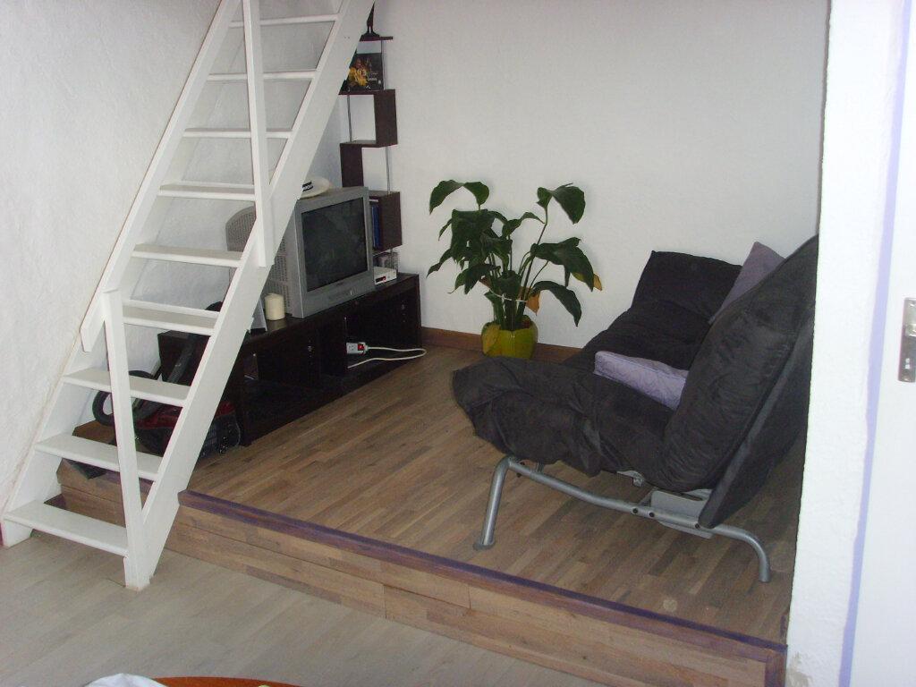 Appartement à louer 2 34m2 à Ollioules vignette-3