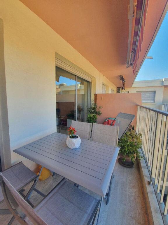 Appartement à louer 2 38.5m2 à Sanary-sur-Mer vignette-2