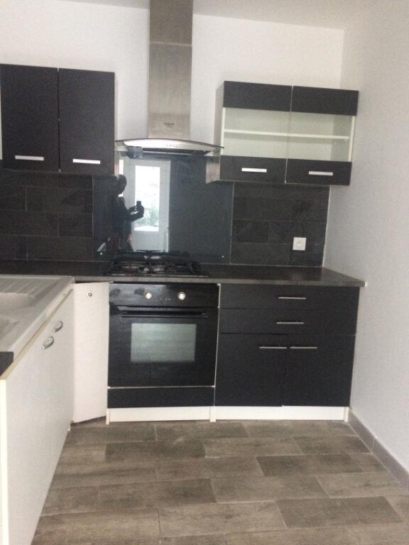 Appartement à louer 1 42m2 à La Seyne-sur-Mer vignette-1
