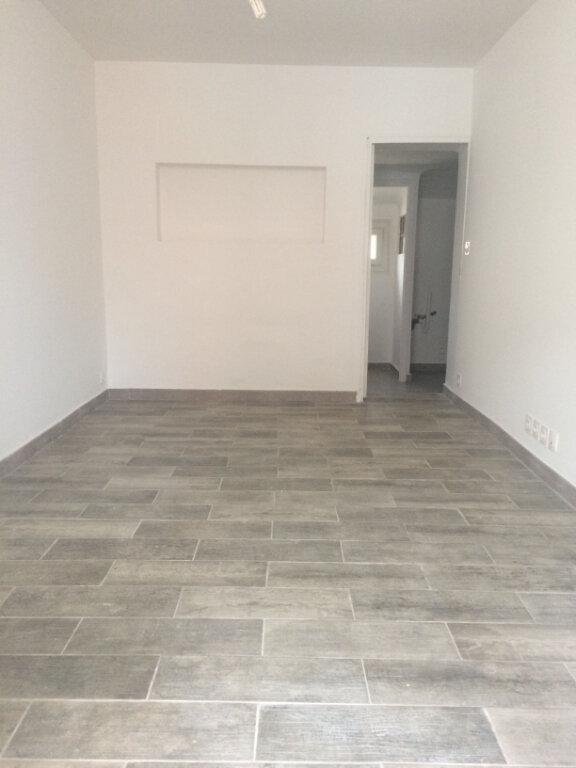 Appartement à louer 1 42m2 à La Seyne-sur-Mer vignette-3
