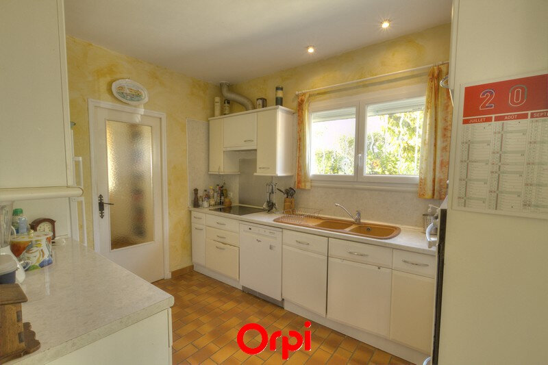 Maison à vendre 7 175m2 à Sanary-sur-Mer vignette-6