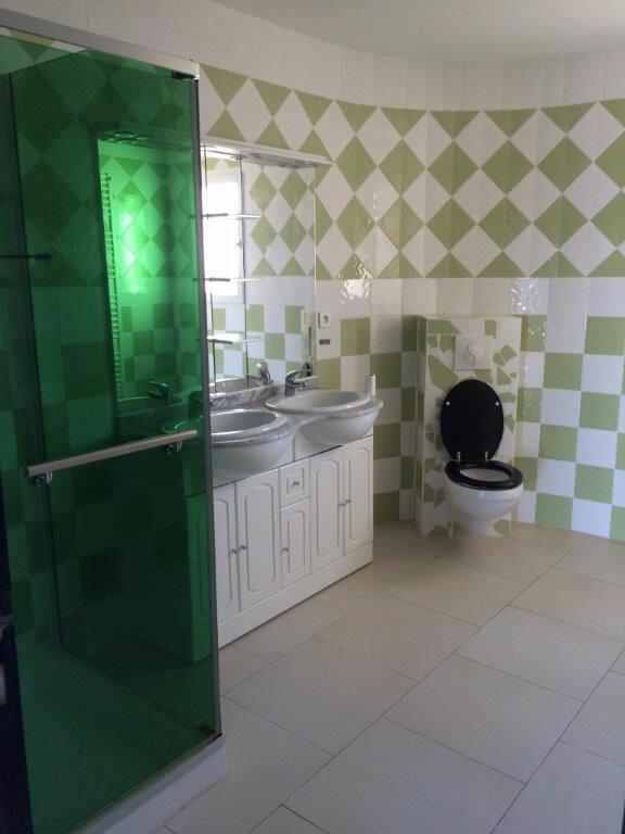 Maison à louer 4 170m2 à Le Beausset vignette-6