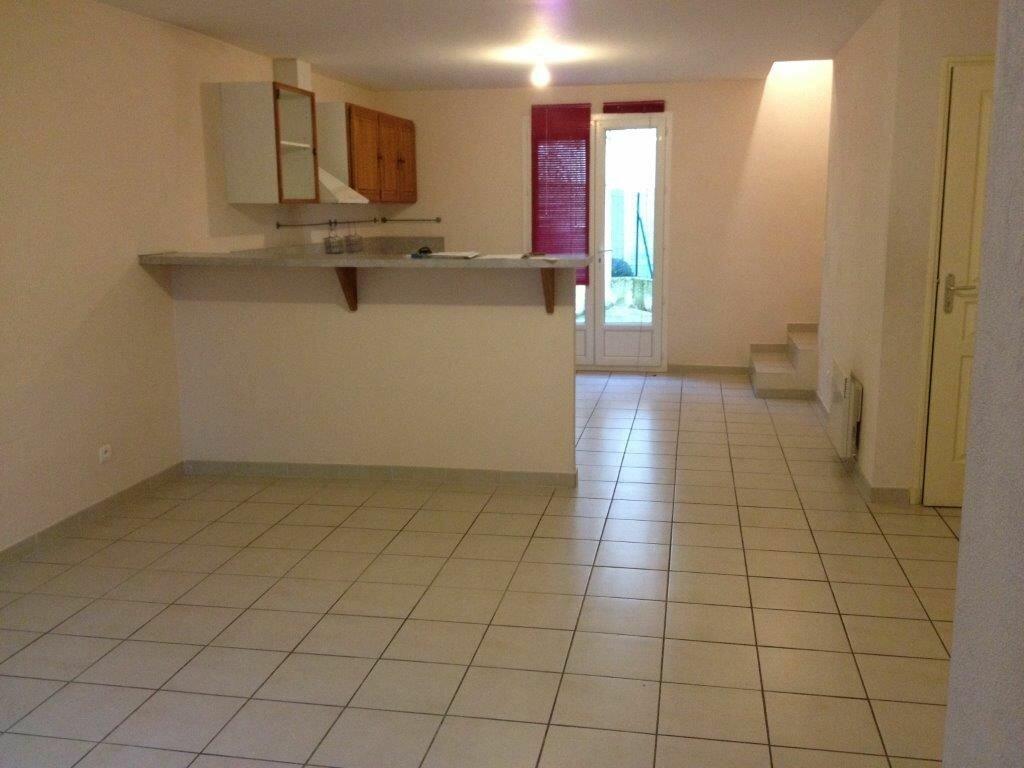 Maison à louer 3 74m2 à La Cadière-d'Azur vignette-1