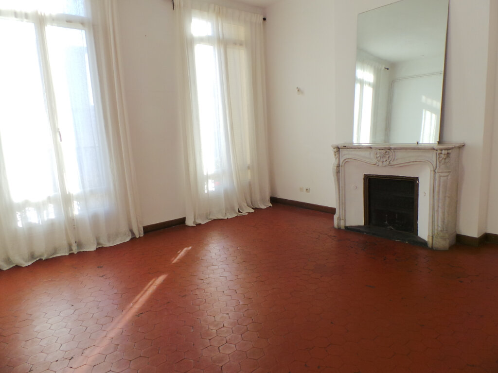 Appartement à louer 5 121.68m2 à Toulon vignette-4