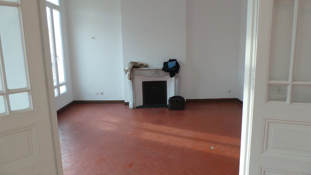 Appartement à louer 5 121.68m2 à Toulon vignette-6