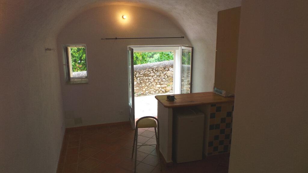 Appartement à louer 1 15.37m2 à Le Revest-les-Eaux vignette-1