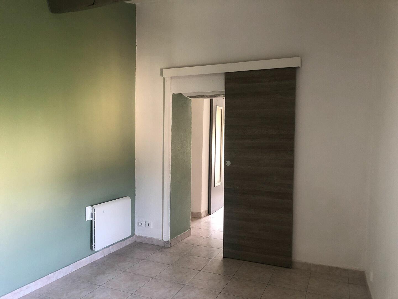 Appartement à louer 1 22.16m2 à Le Revest-les-Eaux vignette-2