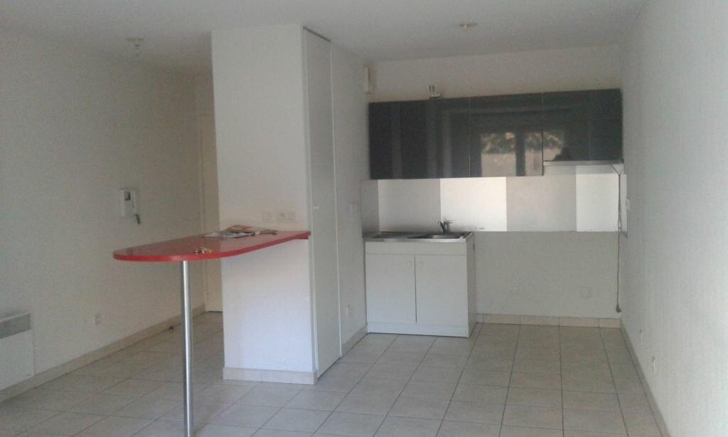 Appartement à louer 2 41.35m2 à Toulon vignette-1