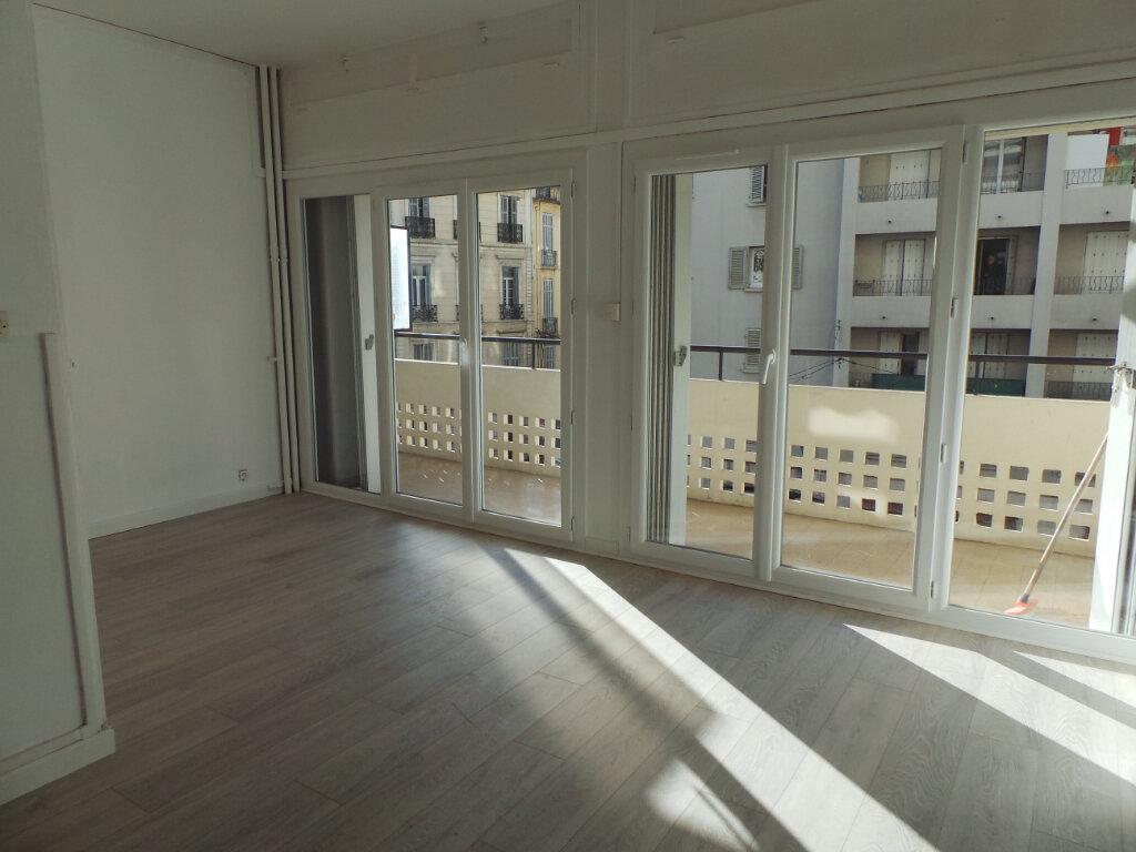 Appartement à louer 1 29.33m2 à Toulon vignette-2