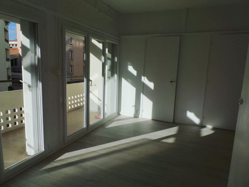 Appartement à louer 1 29.33m2 à Toulon vignette-3