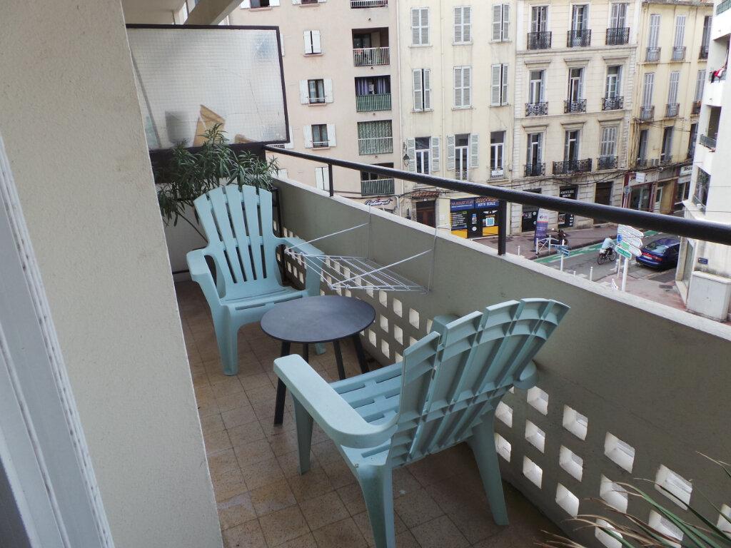 Appartement à louer 1 29.33m2 à Toulon vignette-4