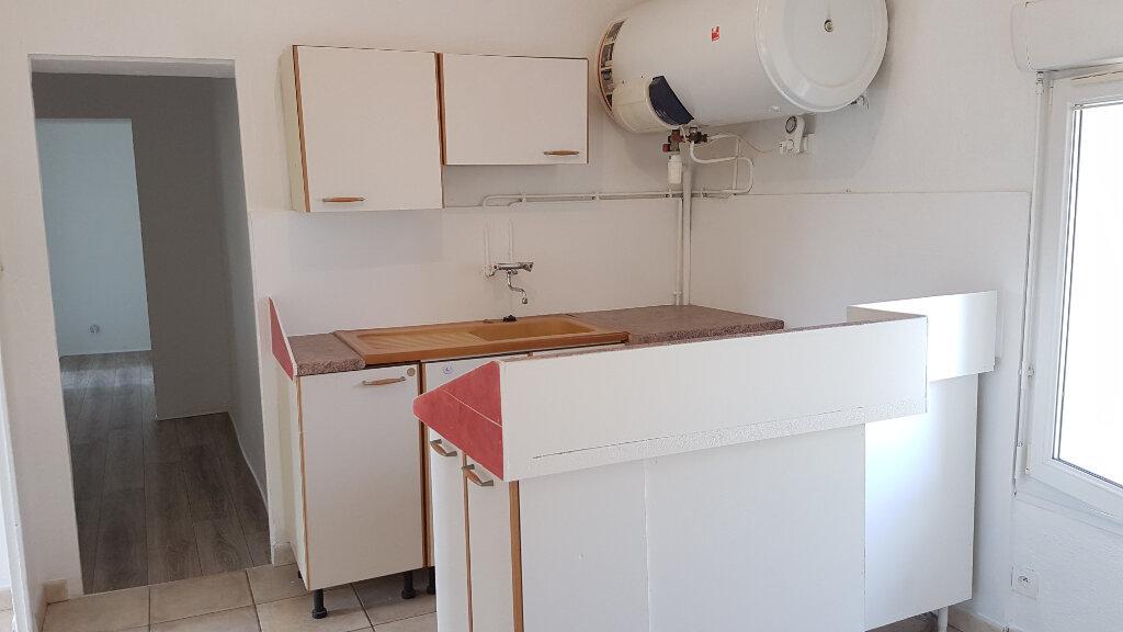 Appartement à louer 3 61.75m2 à Le Revest-les-Eaux vignette-4