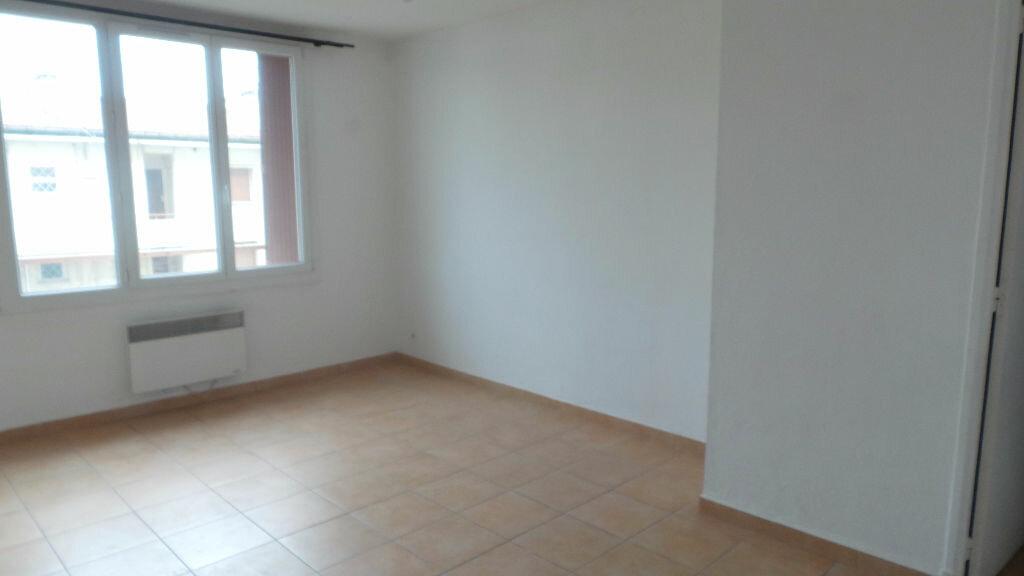 Appartement à louer 3 55.82m2 à Toulon vignette-2