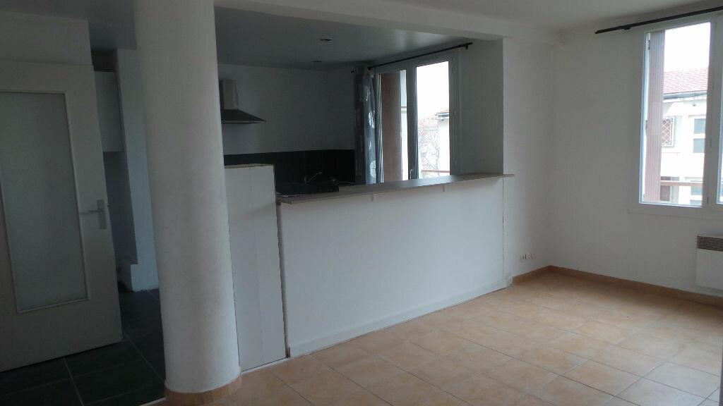 Appartement à louer 3 55.82m2 à Toulon vignette-3