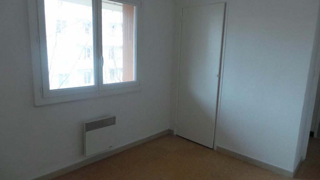 Appartement à louer 3 55.82m2 à Toulon vignette-6