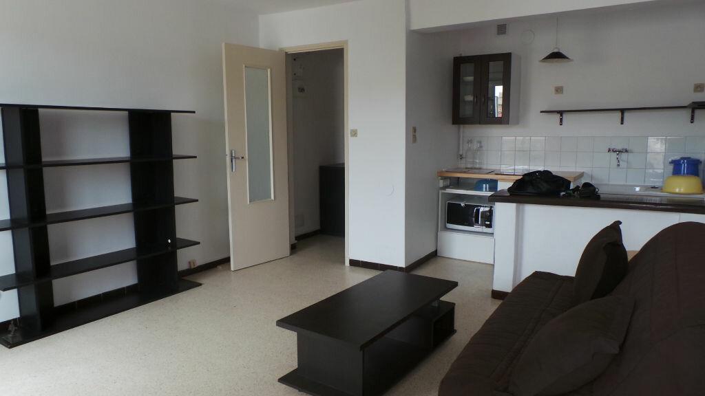 Appartement à louer 1 26.45m2 à Toulon vignette-1