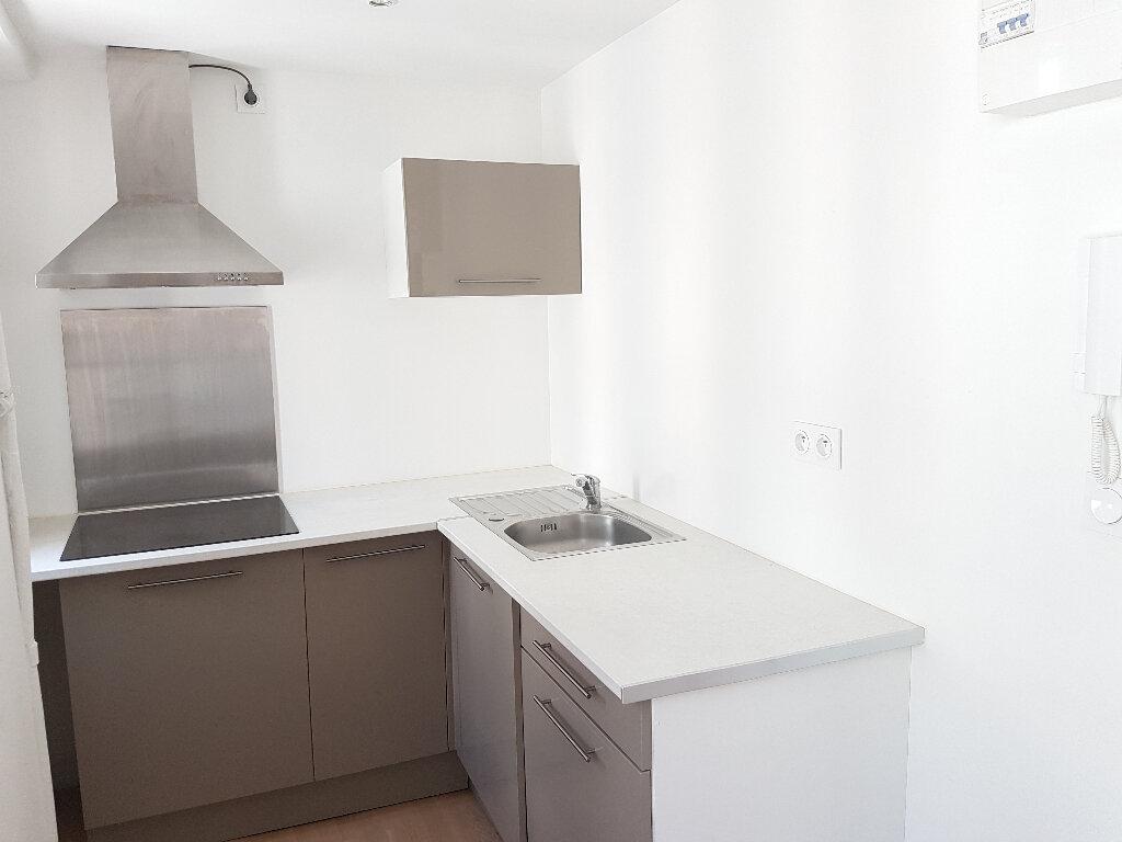 Appartement à louer 2 46.65m2 à Toulon vignette-3
