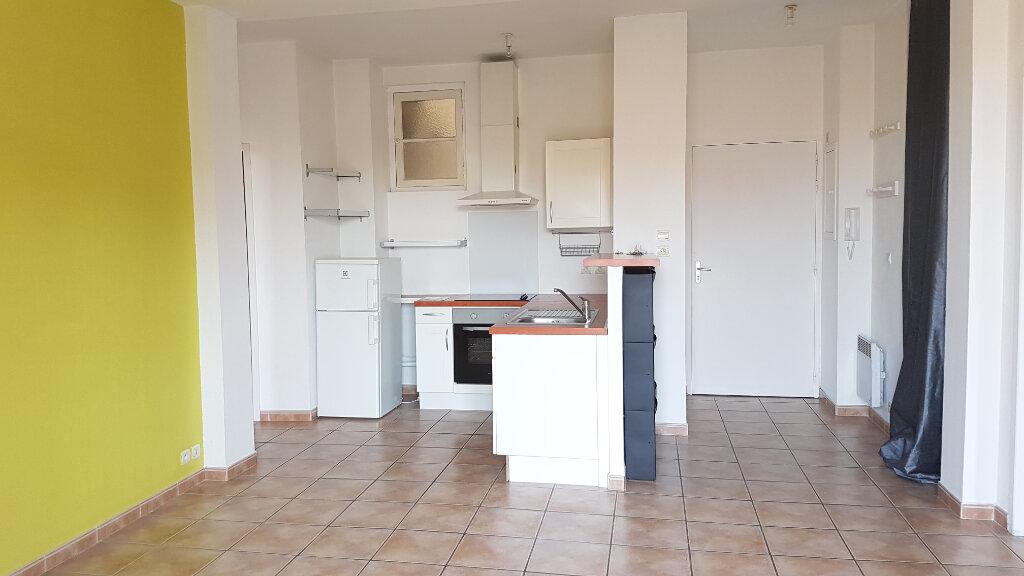 Appartement à louer 3 62.84m2 à Toulon vignette-1
