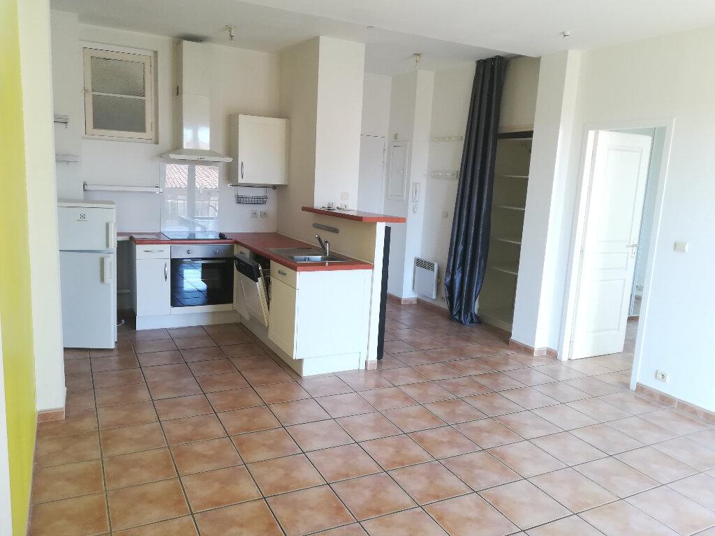 Appartement à louer 3 62.84m2 à Toulon vignette-2