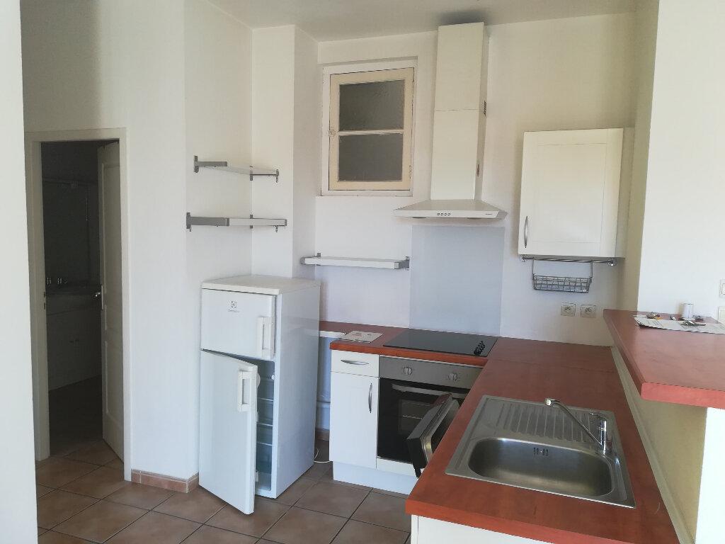 Appartement à louer 3 62.84m2 à Toulon vignette-4