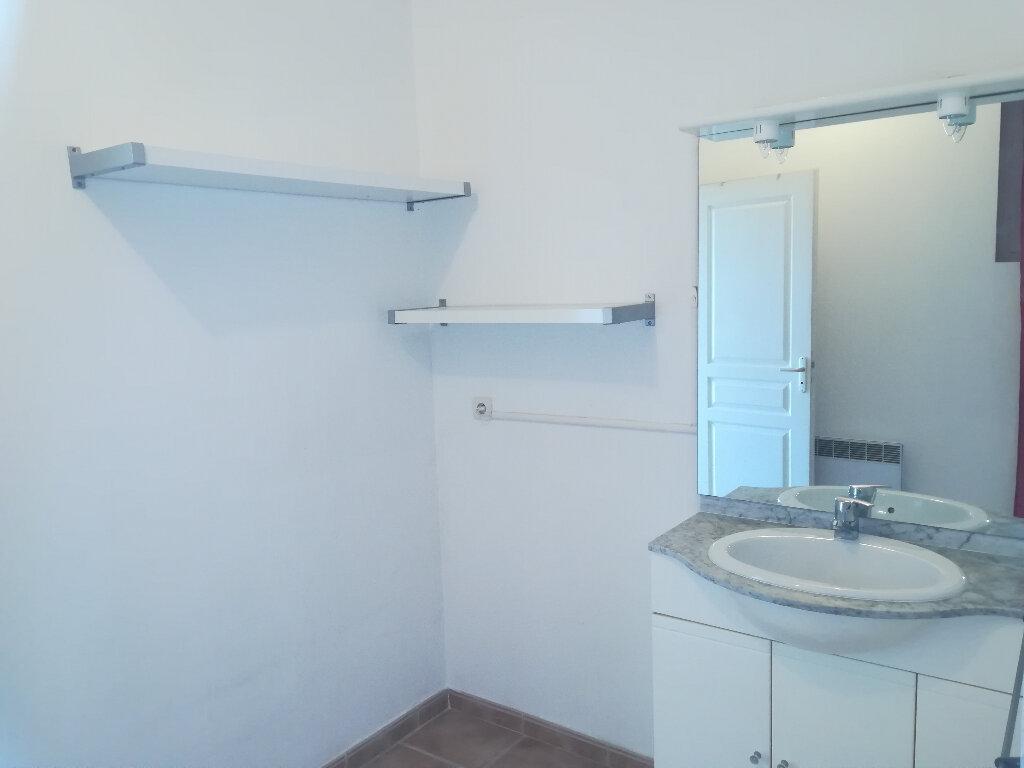 Appartement à louer 3 62.84m2 à Toulon vignette-8