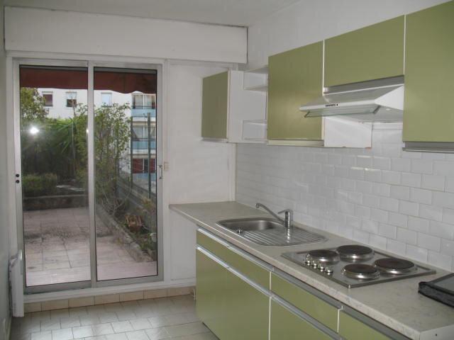 Appartement à louer 3 61.43m2 à Toulon vignette-3