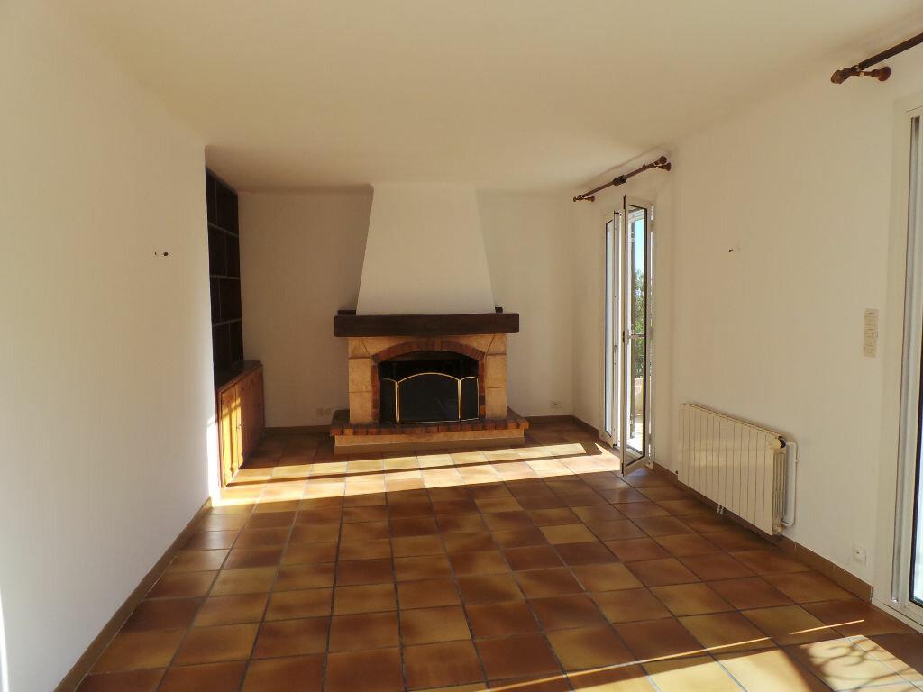 Maison à louer 4 82m2 à Le Revest-les-Eaux vignette-4
