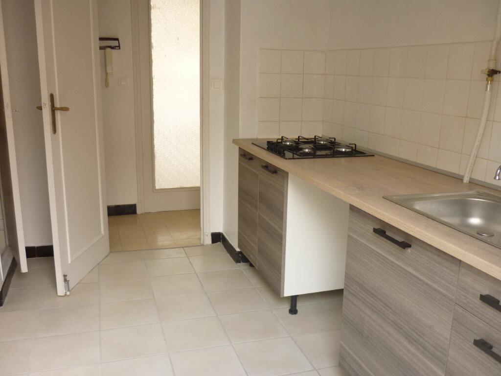 Appartement à louer 3 52.7m2 à Toulon vignette-1