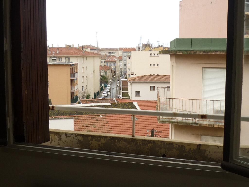 Appartement à louer 3 52.7m2 à Toulon vignette-3