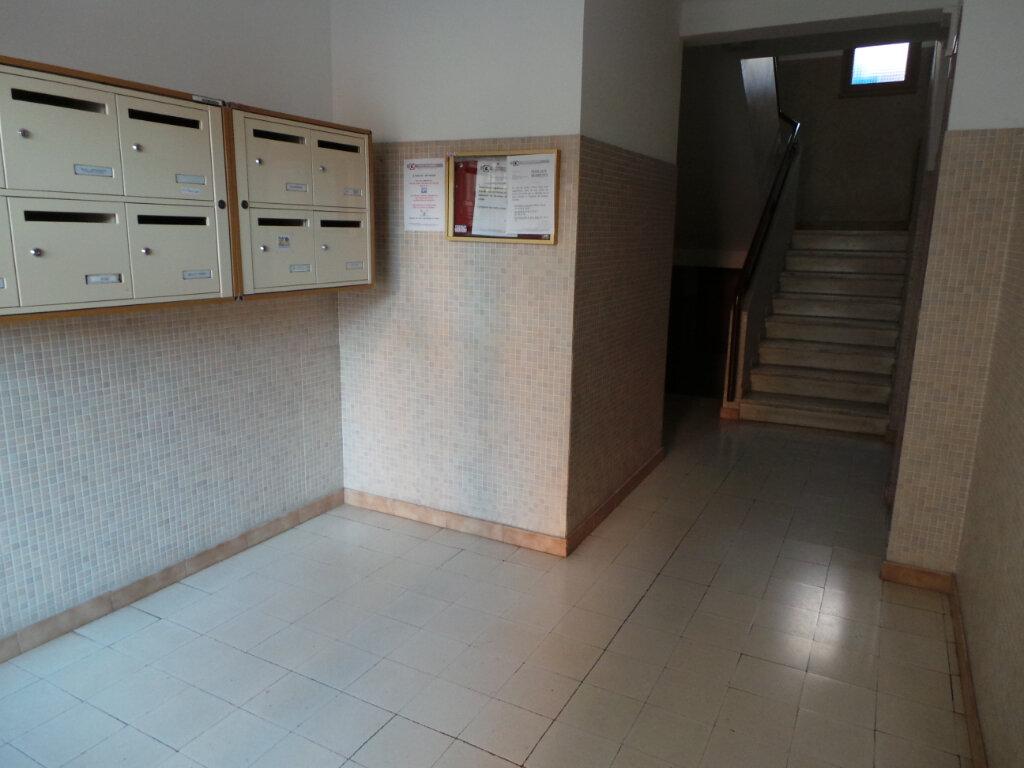 Appartement à louer 3 52.7m2 à Toulon vignette-4