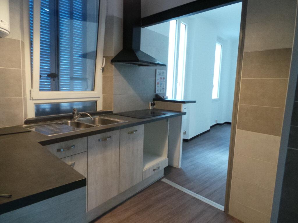 Appartement à louer 3 53.05m2 à Toulon vignette-2