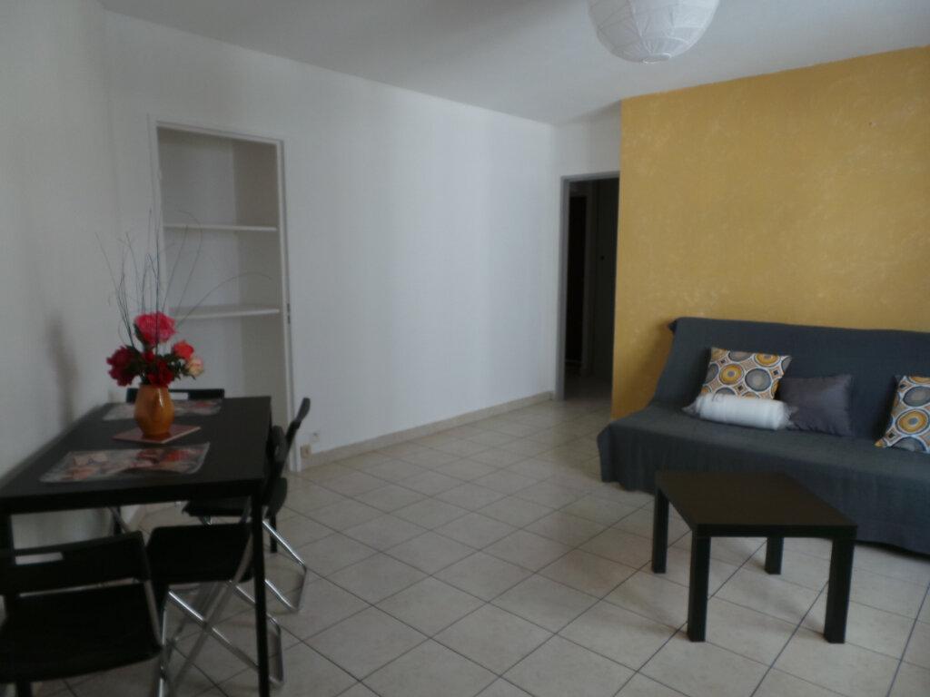 Appartement à louer 1 35.9m2 à Toulon vignette-1
