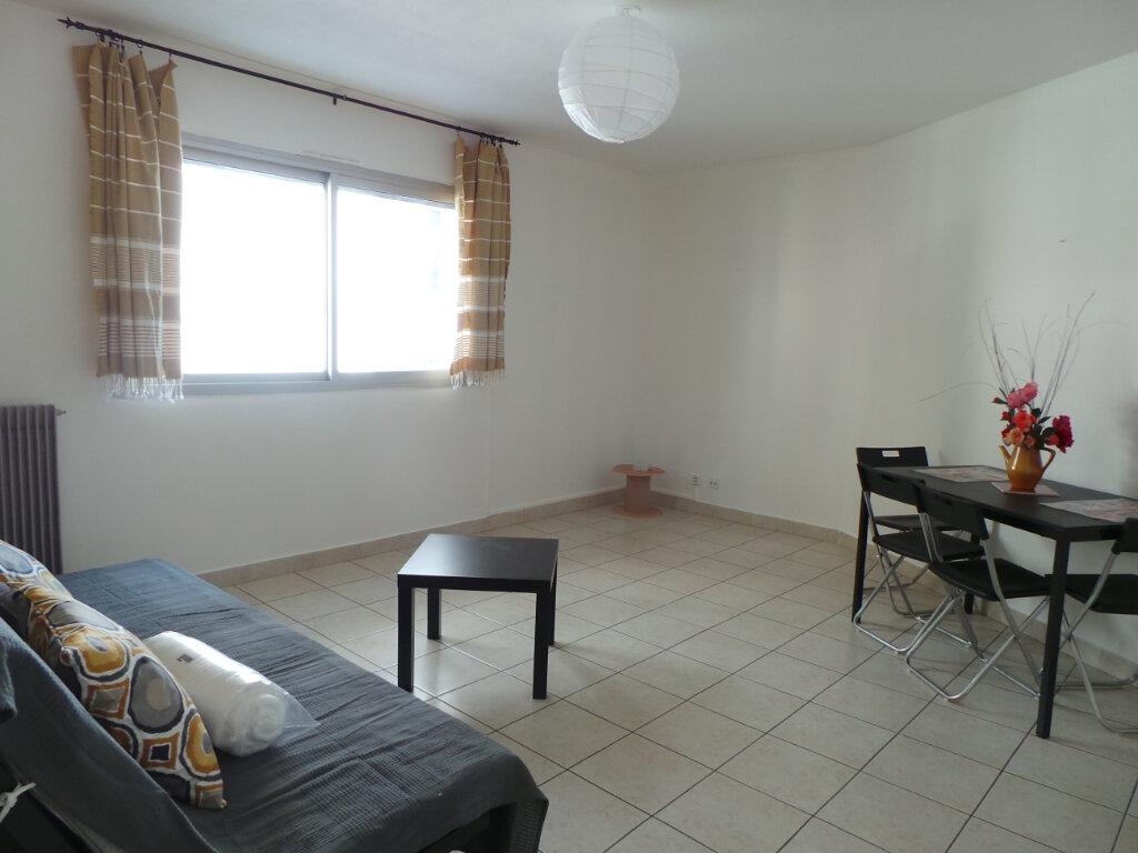 Appartement à louer 1 35.9m2 à Toulon vignette-2