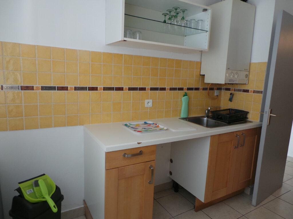 Appartement à louer 1 35.9m2 à Toulon vignette-3