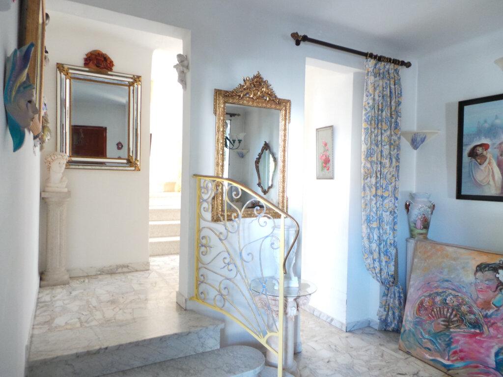 Maison à vendre 5 110m2 à Toulon vignette-4