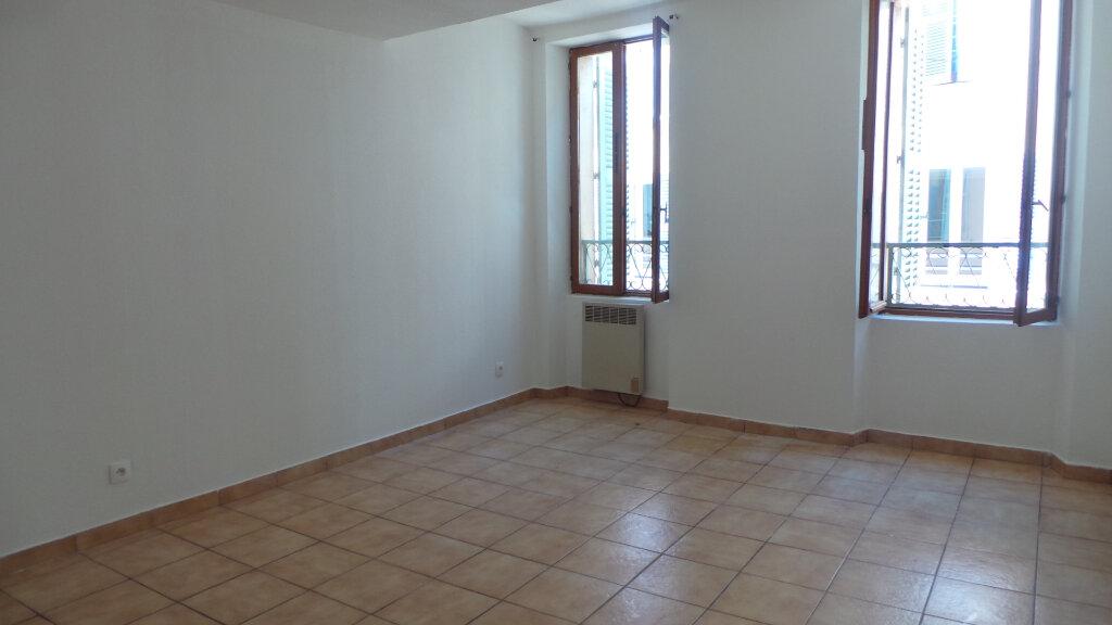 Appartement à louer 3 61.56m2 à Solliès-Pont vignette-1