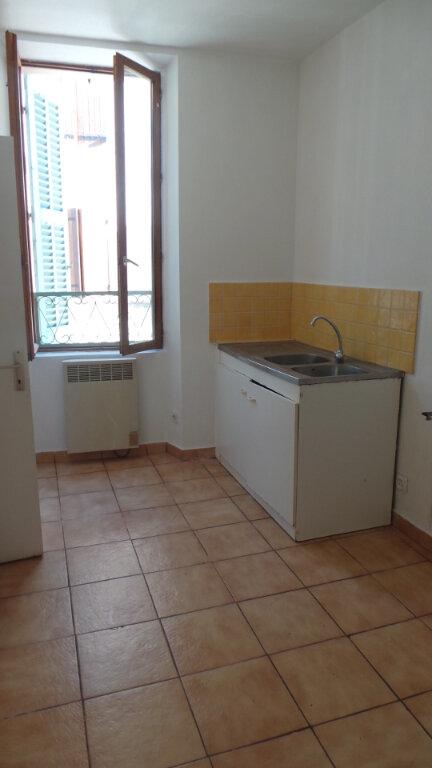 Appartement à louer 3 61.56m2 à Solliès-Pont vignette-2