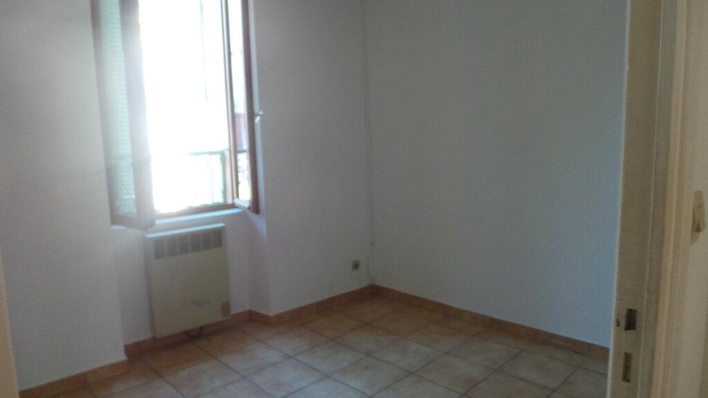Appartement à louer 3 61.56m2 à Solliès-Pont vignette-3
