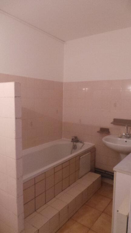 Appartement à louer 3 61.56m2 à Solliès-Pont vignette-4
