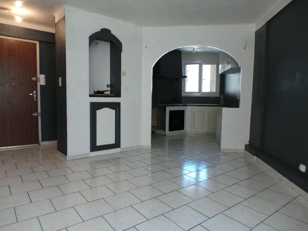 Appartement à louer 3 50.57m2 à Toulon vignette-2