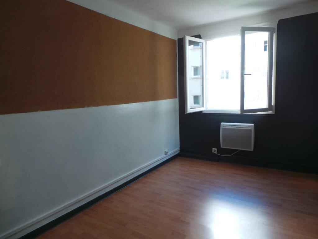 Appartement à louer 3 50.57m2 à Toulon vignette-4