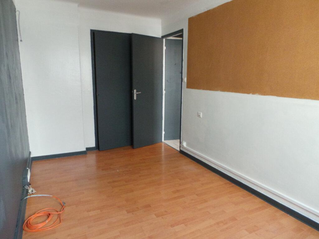 Appartement à louer 3 50.57m2 à Toulon vignette-5