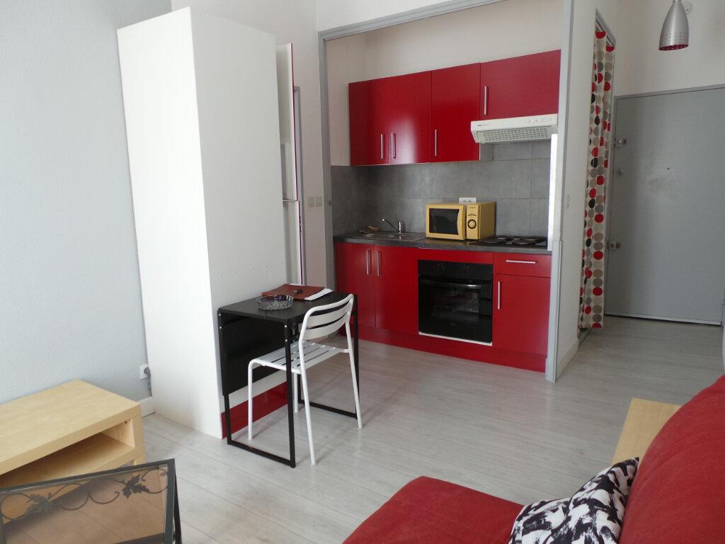 Appartement à louer 2 35m2 à Toulon vignette-3