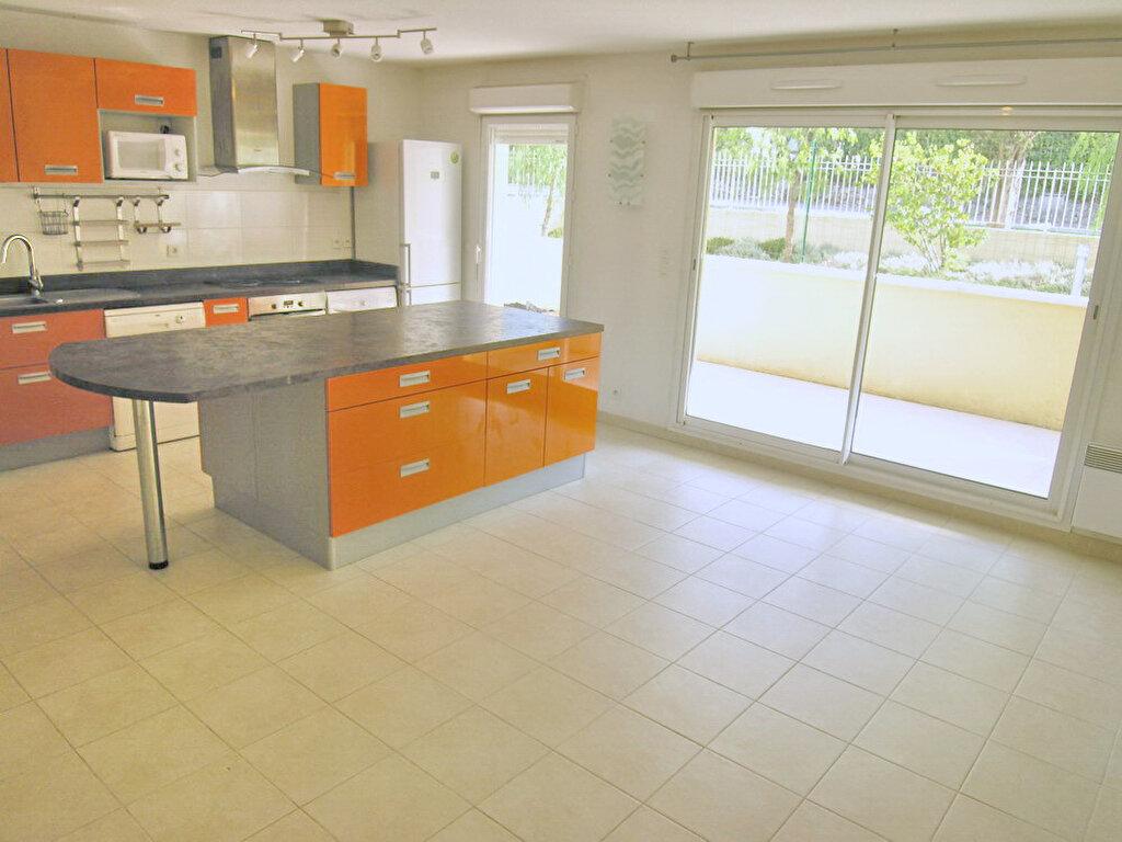 Appartement à louer 3 64.3m2 à Grasse vignette-1
