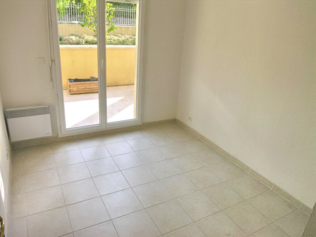Appartement à louer 3 64.3m2 à Grasse vignette-4