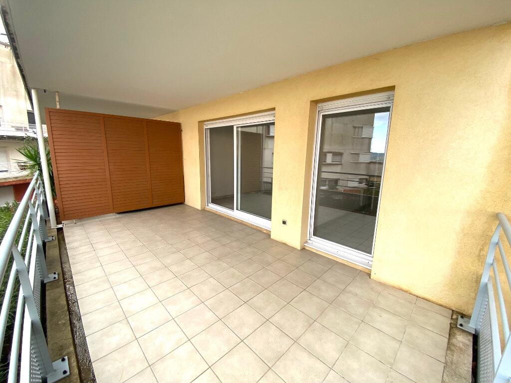 Appartement à louer 2 53m2 à Grasse vignette-1