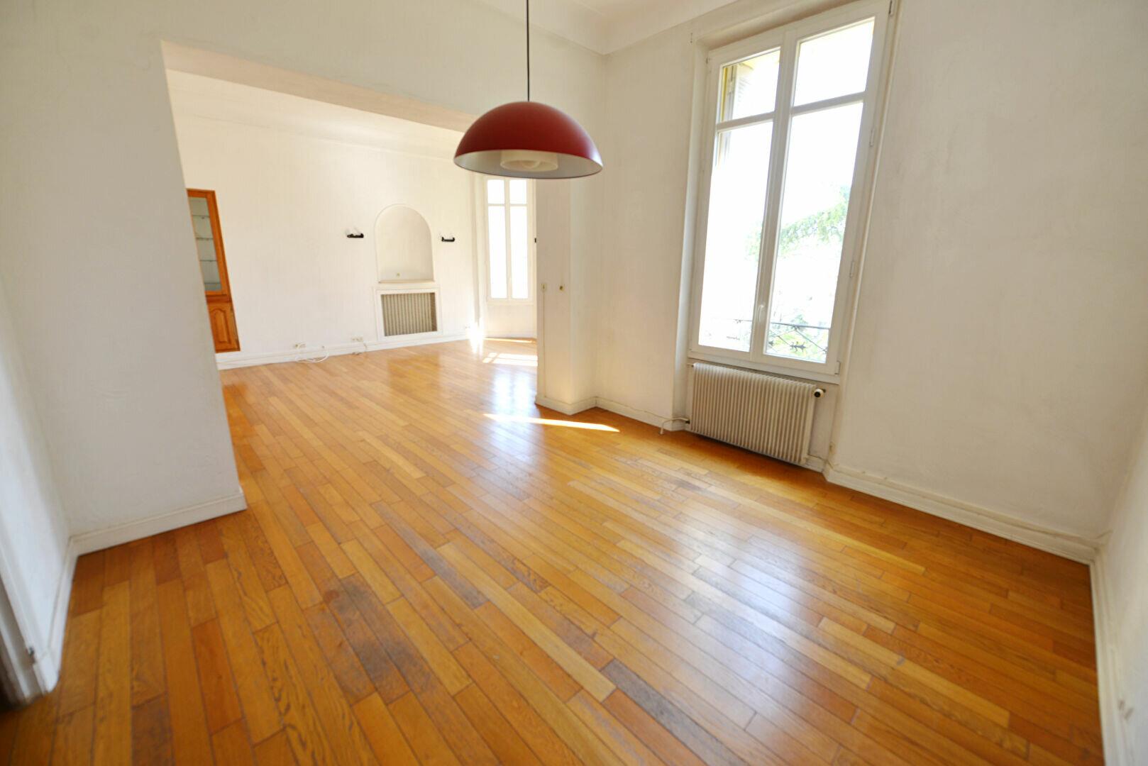 Appartement à louer 4 100m2 à Grasse vignette-4