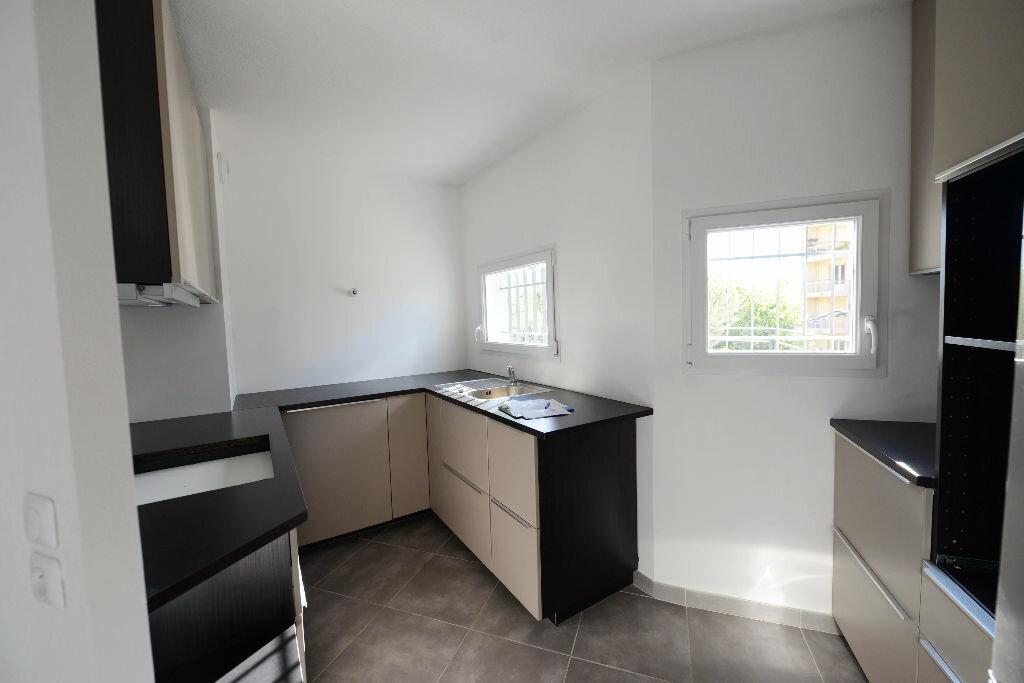 Appartement à louer 4 81.78m2 à Grasse vignette-4