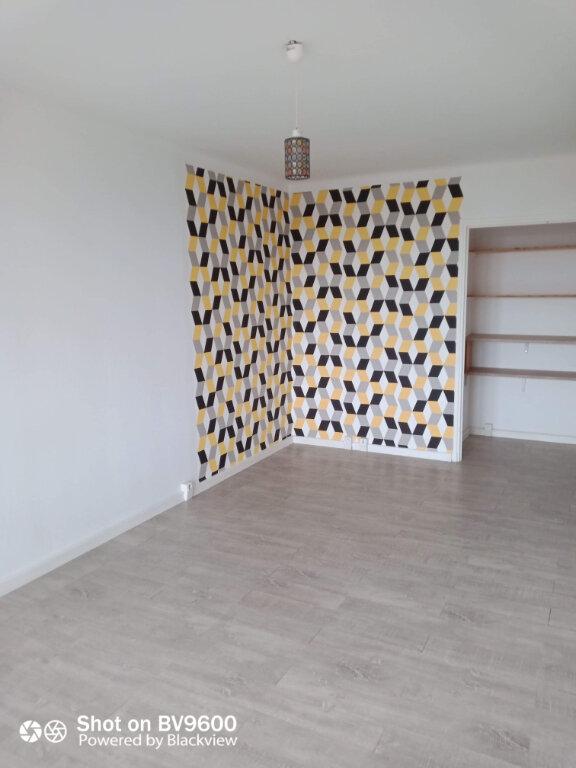 Appartement à louer 2 45m2 à Grasse vignette-2